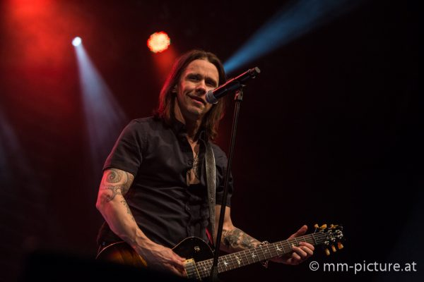 Alter Bridge - Myles Kennedy im Gasometer Wien